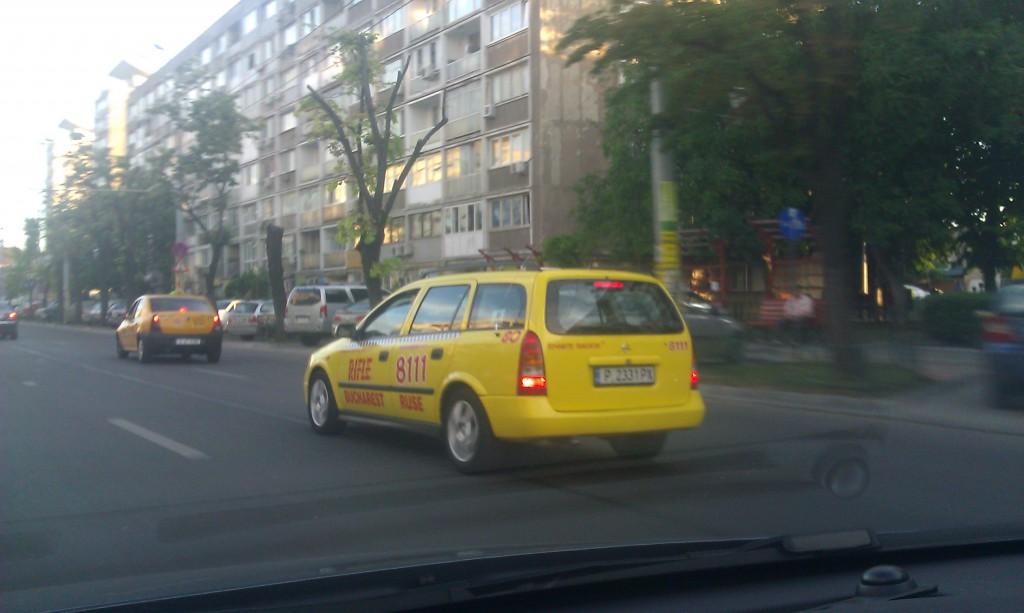 De ce ne plângem de taxiuri?