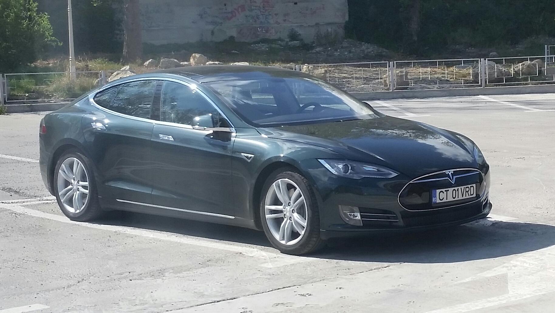 Masinile Tesla prind in Romania