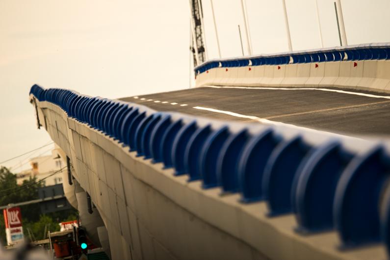Si al doilea pod al Pasajului Mihai Bravu este gata, la fel de stramb