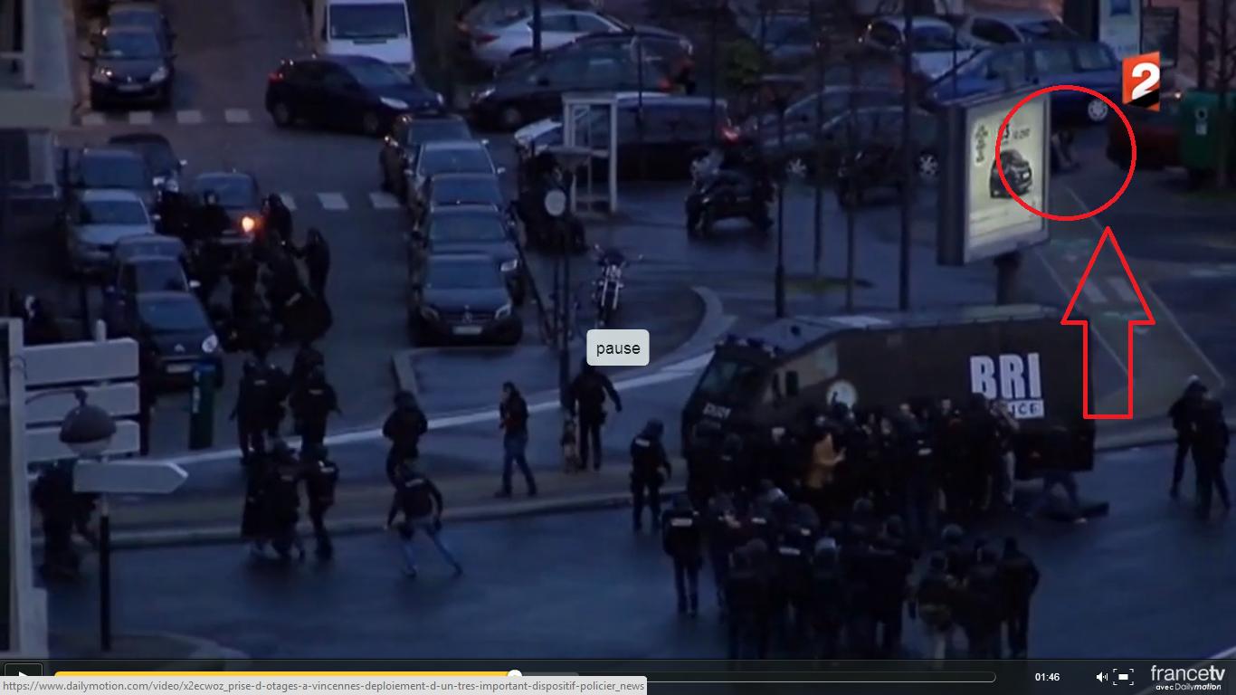 Cat de prosti sunt politistii francezi? Cum a fugit complicele de la atacul de la magazin