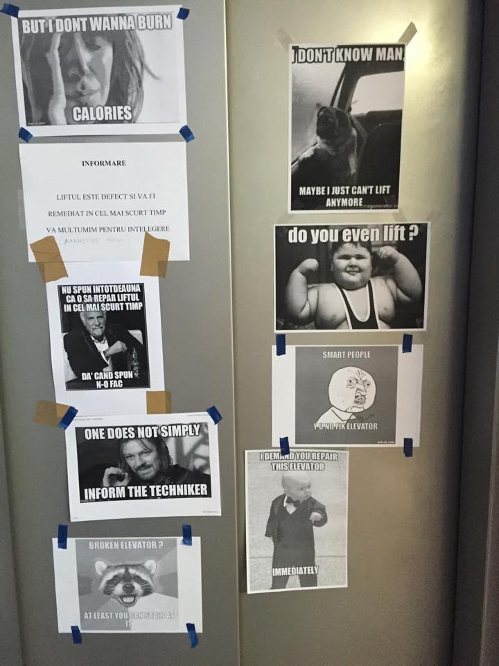 Războiul meme-urilor pe ușa de la lift