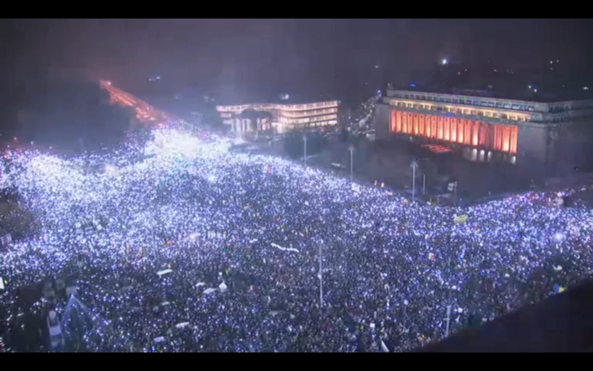Peste jumătate de milion de oameni în stradă. Cine se află de fapt în spatele protestelor din România