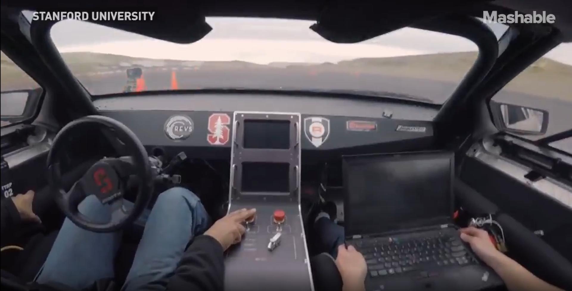 Drifturi cu o mașină electrică autonomă