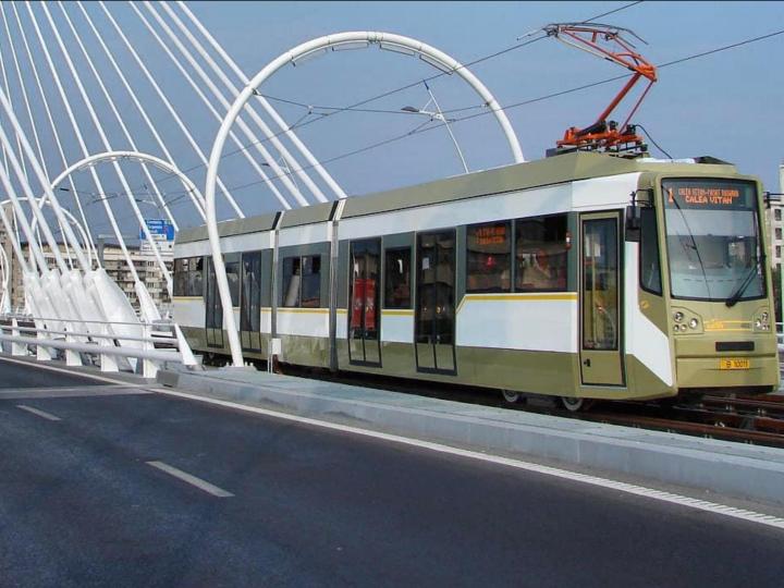 Se ieftinește abonamentul pentru transportul public în București